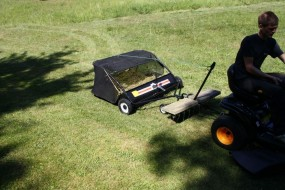 LEAVY Rasenkehrmaschine 120 cm